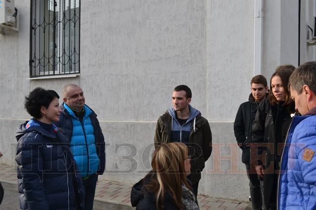 Сестра Савченко пристыдила автора фейка о распятом мальчике: опубликованы фото (4)