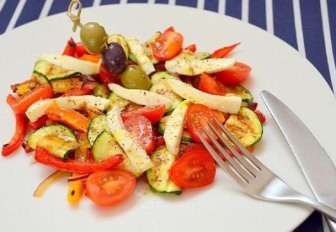 Салат из овощей-гриль с моцареллой
