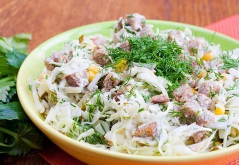 Салат с капустой и сухариками