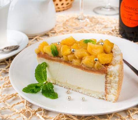 Йогуртовый торт с яблоками и карамелью
