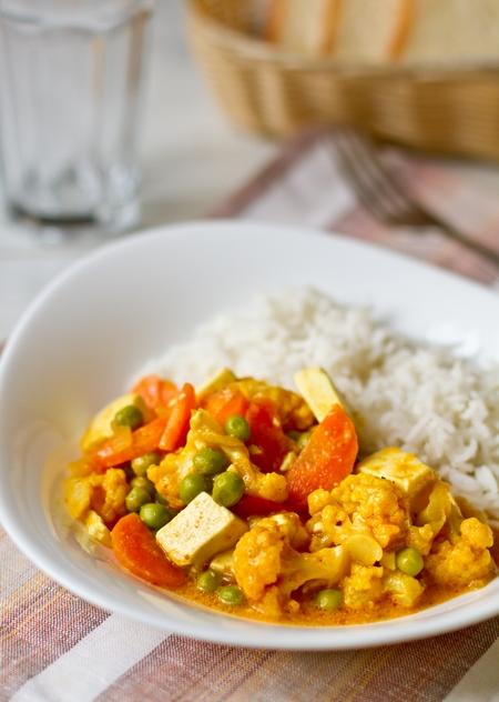 Вегетарианское карри из цветной капусты с тофу