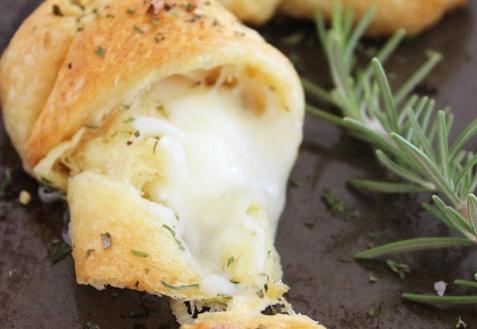 Рогалики с сыром и чесноком