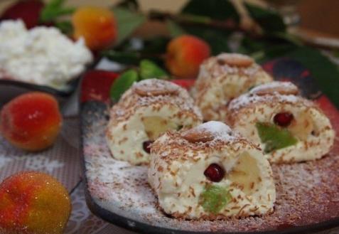 Творожные роллы с фруктами