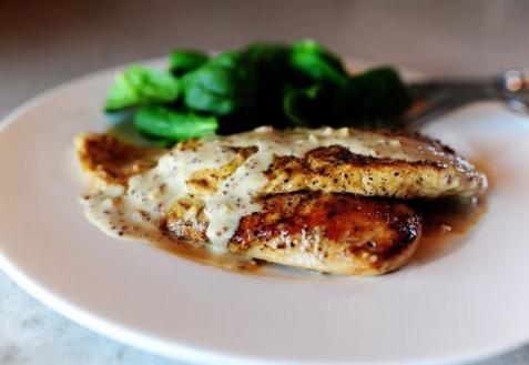 Рецепт - Куриные грудки в сливочном соусе