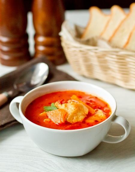 Томатный суп с треской и тыквой