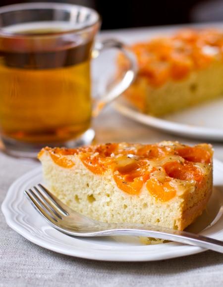 Абрикосовый пирог-перевертыш с тимьяном