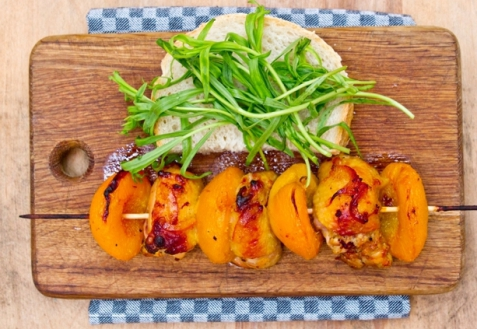 Рецепт - Куриный шашлык с персиками