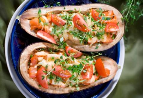 Баклажаны, запеченные с сулугуни и помидорами