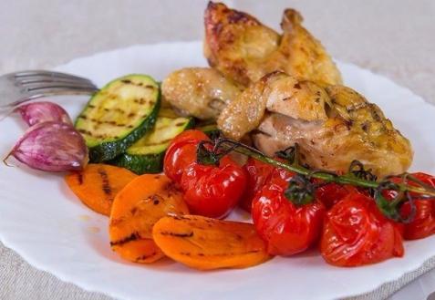 Курочка с запеченными овощами