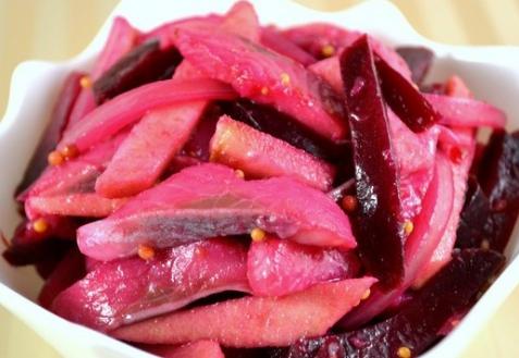 Постные блюда: Салат с сельдью, яблоками и свеклой