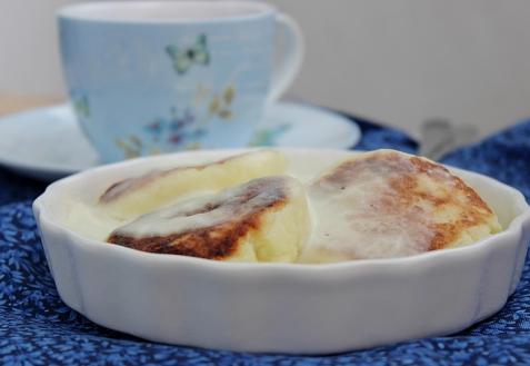 Сырники, запеченные со сметаной