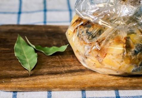 Картошка с грибами, запеченная в рукаве