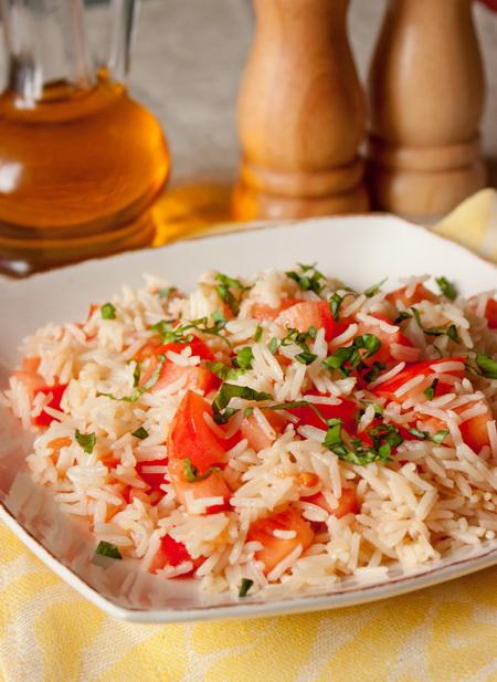 Рисовый пилав с помидорами и базиликом