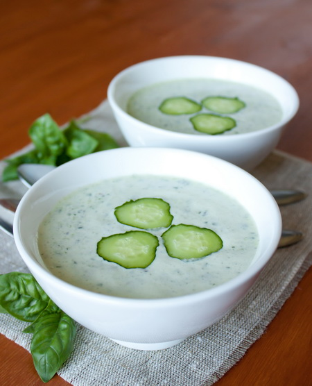 Холодный огуречный суп с зеленью