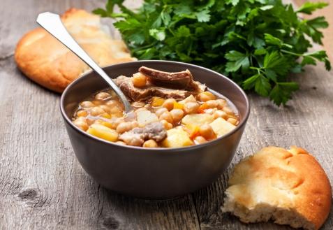 Гороховый суп с бараньими ребрышками