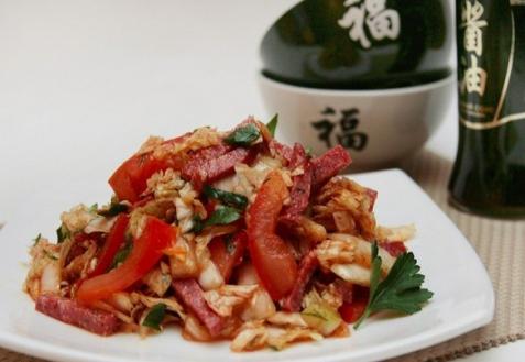 Салат из пекинской капусты с колбасой