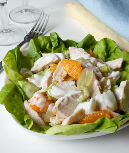 Салат из курицы с фруктами