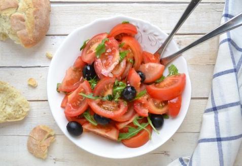 Рецепт - Простой помидорный салат