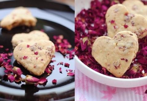 Печенье с розовыми лепестками