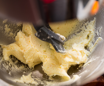 Масло с сахарной пудрой