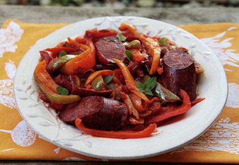 Лечо с колбасками по-венгерски