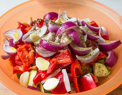 Приправляем овощи