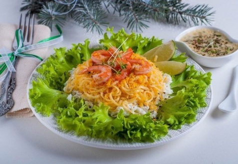 Рецепт на Новый год: Слоеный салат с креветками