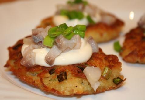 Рецепт - Картофельные оладьи с селедкой
