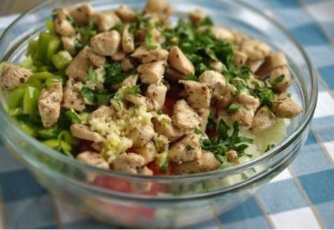 Салат скукурузой икурицей