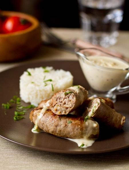 Свиные колбаски с белыми грибами и горчицей