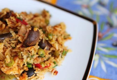 Рецепт - Постный плов с овощами и маслинами