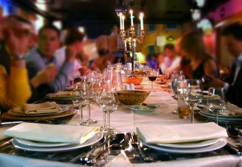 Рассаживание гостей за столом