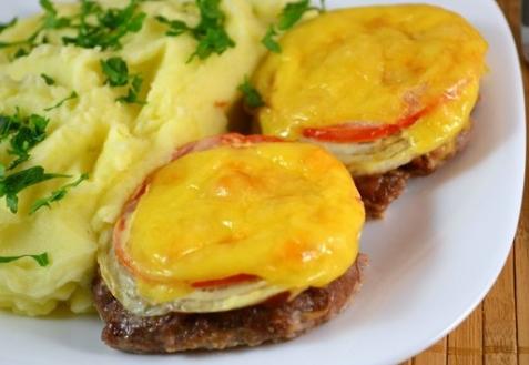 Котлеты под сыром и помидорами (видео)