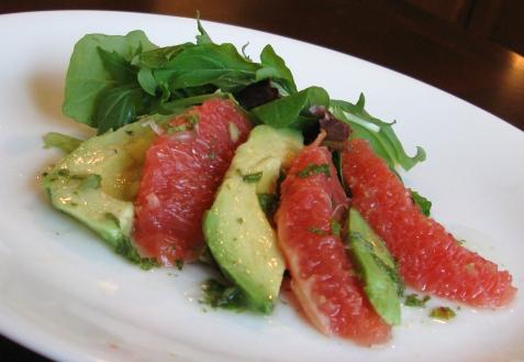 Салат из грейпфрута и авокадо
