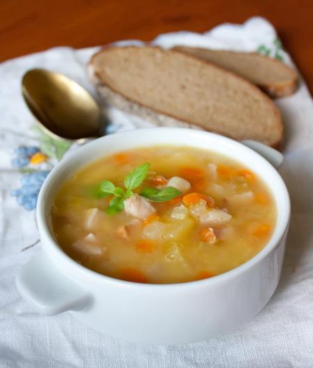 Простой гороховый суп с ветчиной