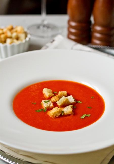 Томатный суп-пюре с анчоусами