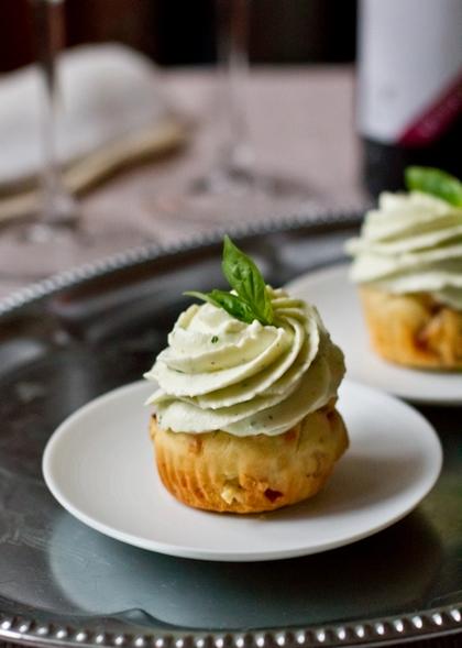 Закусочные капкейки со сливочно-базиликовым кремом
