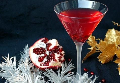 Рецепт на Новый год: Коктейль из гранатового сока и шампанского