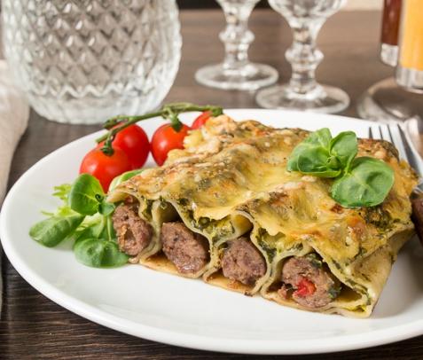 Каннелони с говядиной под шпинатным соусом