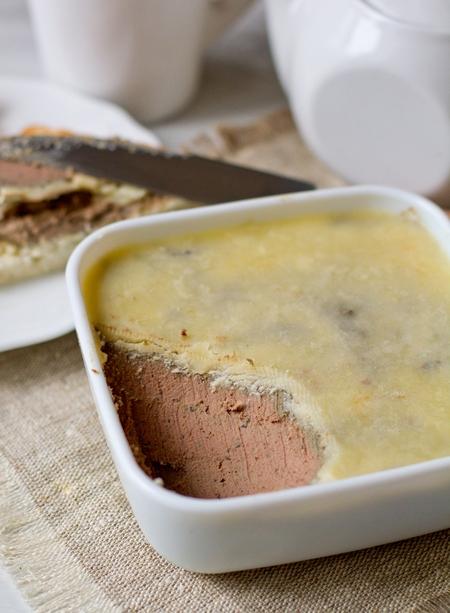 Паштет из куриной печени с оливками и коньяком