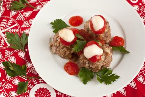 Рецепт - Мясные шарики с моцареллой