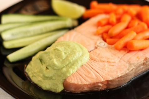 Рецепт - Лосось с соусом из авокадо