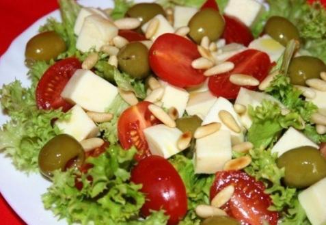 Салат спомидорами имоцареллой