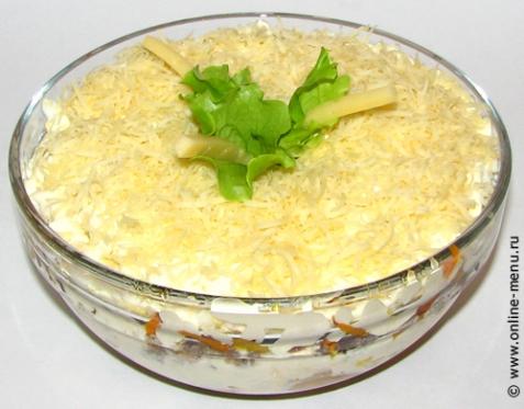 Салат сгрибами ирыбными консервами—  рецепт сфото