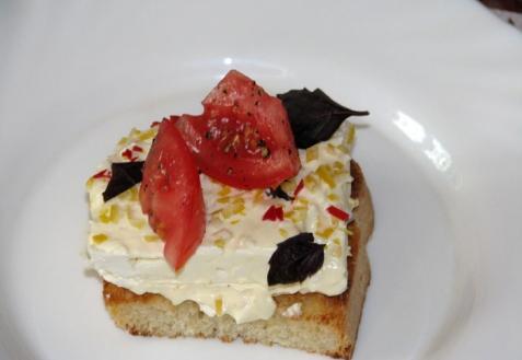 Бутерброды с маринованным творогом