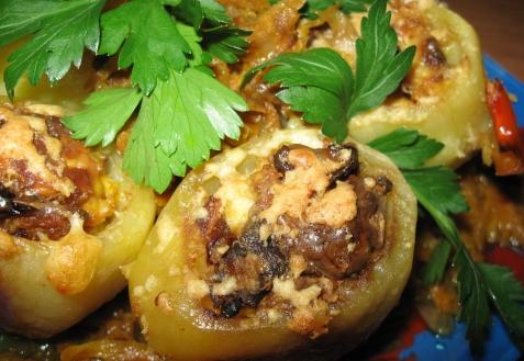 Картофель, фаршированный белыми грибами