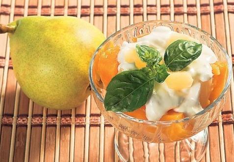 Фруктовый салат с сыром горганзола