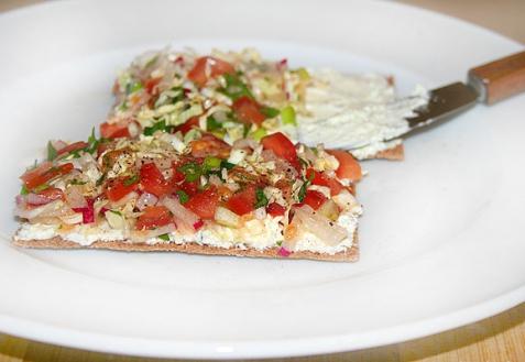 Рецепт - Хлебцы с овощами и сливочным сыром