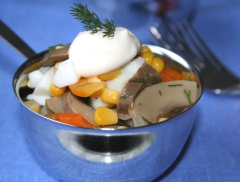 Салат с грибами и кукурузой - рецепт