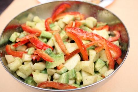 Салат из авокадо и груш
